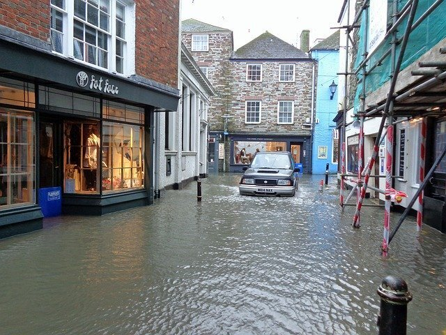 it either the tenant or landlord who is responsible for water damage costs
